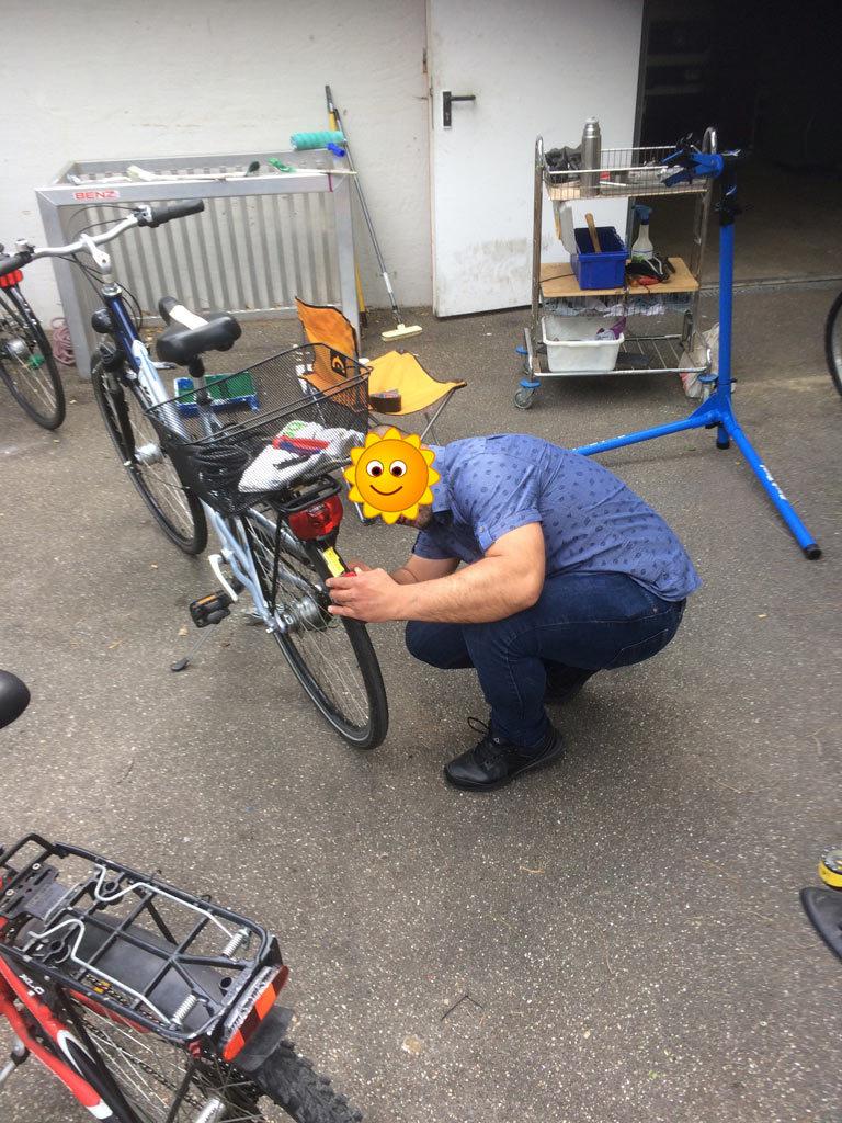 Fahrradteam räumt auf
